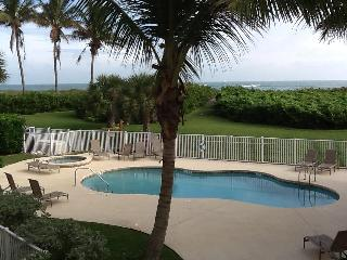 Beautiful Beach Front Condo  2 bedroom/2 bath, Fort Pierce