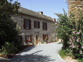 LARGE 5 BED FARMHOUSE IN A SECLUDED RURAL LOCATION, Ambeyrac