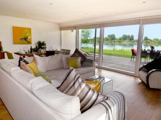 Rushes, 24 Clearwater, Lower Mill Estate/5 bed sleeps 8 adults and 3 kids /spa
