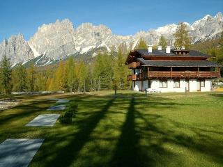 cortina cadenani: romantica mansarda con caminetto, Cortina d'Ampezzo