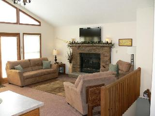 Large Open Floor Plan Living Room,Dining Room & Kitchen. Great for Entertaining