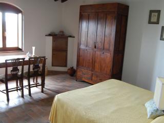 camera Olivo -Statiano Toscana vicino alla #costa etrusca e a Volterra.