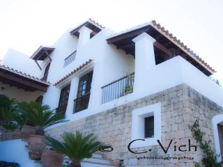 Villa Magnolia con piscina privada, Santa Eulalia del Río