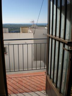 Puerta del pequeño comedor hacia el balcón