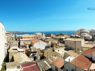 Vista Mare - Seaview over the roofs of Ortigia