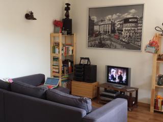 un fillm, un dvd, musica o lettura in relax sul divano