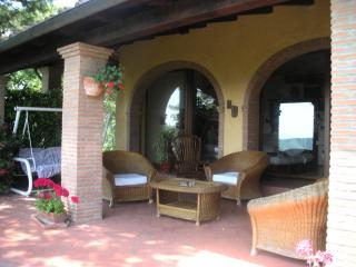 zona panoramica sotto il portico per colazioni e relax