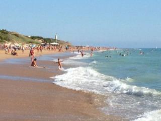 FINDES PUENTES,a 200m de la playa, especial niños