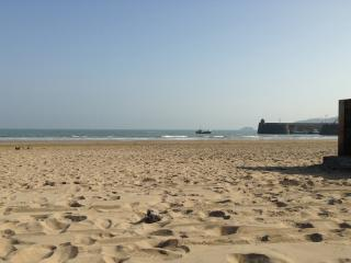 Caban bach, cosy caban close to the sea.