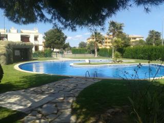 Apartamento con piscina a 500 m de la playa