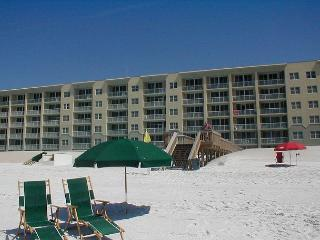 WE 614: Top floor & DIRECTLY on the Gulf-WiFi, balcony, pool, beach service