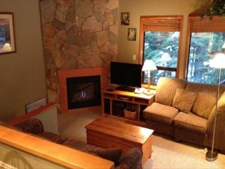 Cedar Hollow 6 - Quiet mountainside location with free parking, Whistler