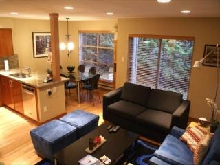 Forest Trails 37 - Deluxe 2 bedroom + den with 3 full bathrooms, Whistler
