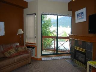Market Pavilion 314 - central studio apartment with full kitchen & free wifi, Whistler