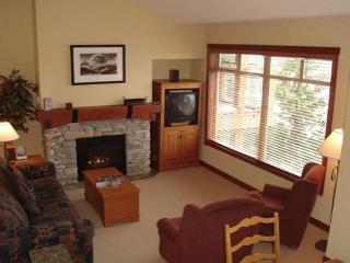 Taluswood The Bluffs 3 - Spacious Creekside location with amazing views, Whistler