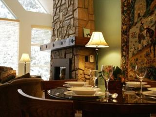 Deluxe Condo, True Ski-In, Ski-Out Access. Hot Tub, Pool and Fitness Room