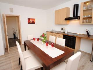 Red Sunset spacious apartment for 8 in Kastela, Kastel Stafilic