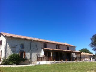 Les Hirondelles Fine stone-built house. Total privacy.Great views.