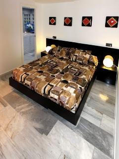 Habitación doble suite con amplia cama de 1,50 metros