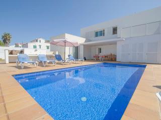 Fantastica villa con pisiscina y cerca de la playa, Fornells