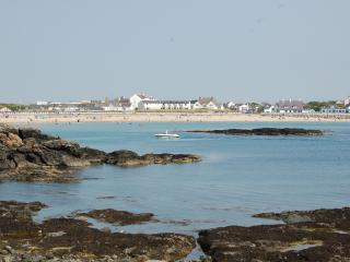 The Cadwalader Suite, Stunning Sea View Apartment with Use of Heated Indoor Pool, Trearddur Bay