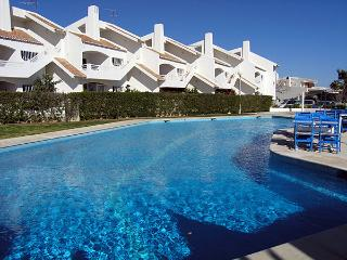 Holiday apartment with pool walking distance to beaches/amenities/town centre, Carvoeiro
