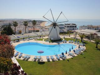 W. Hill 3 bed with A/C and sea views/free wi-fi, Albufeira