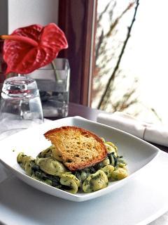 'Orecchiette e cime di rapa', regional hand made pasta
