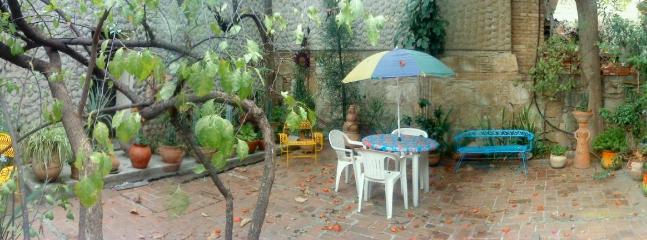 pùblic patio area