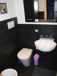Bagno camera viola