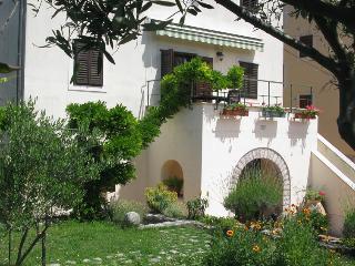 House Lana, Osor