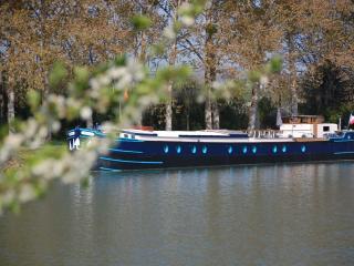 péniche Magnolia, Maconge