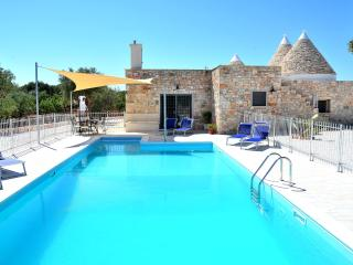 Trulli Marchione 3 bedroom trullo all with en suite, Wifi, pool and air con