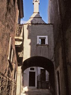 'Arco Zaffarano', the street taking to 'La Ripa' apartment