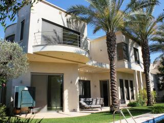 Villa Michelle 4Bdr with Sea View&Private Pool, Caesarea