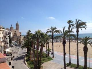 BEACH FRONT APT IN BARCELONA, SITGES, Sitges