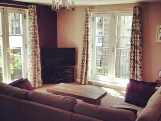 Edinburgh City Centre Modern 2 Bed Apt