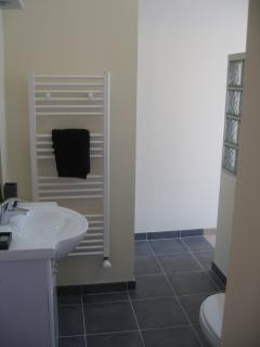 Ground floor bedroom with en suite bathroom