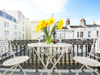 Sillwood Balcony Apartment, Brighton