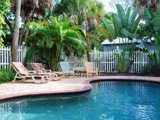 Tequila Sunset: 2BR Pet-Friendly with Heated Pool, Anna Maria