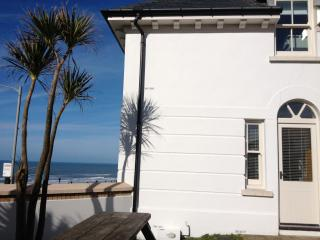Fistral beach house, overlooking Fistral, great location
