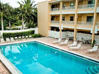 Gulf Sands: 2BR Flip-Flop Ready Beachfront Condo, Holmes Beach