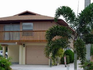 Sun-Day West: 2BR Family- & Pet-Friendly near Beach