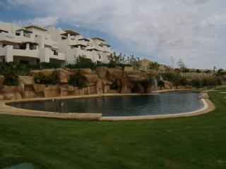 Apto bajo con jardin en urb. Pueblo Salinas (Vera), Puerto Rey