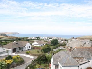 Bella Vista, 3 bedroom house with stunning views, secluded garden & parking, Trevone