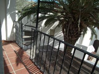 Balcón y subida a la terraza privada