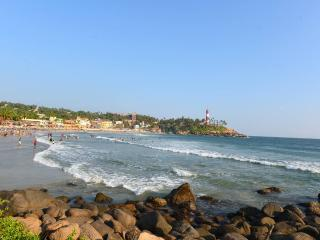 Kovalam Hawa beach - just round the corner < 200 meters from apartment