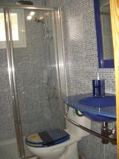 Bathroom  in Groun floor with exterior window