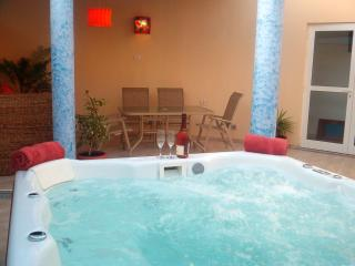 Luxury 4/5 seater Roca hot tub