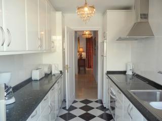 Gavilan Apartment - kitchen